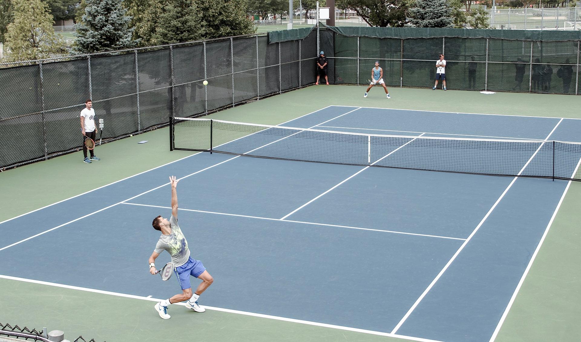 Спортивные сооружения, футбольные поля, теннисные корты-min